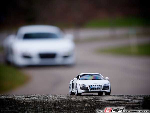 Audi R8 5.2L V10 1:43 Scale Model - White (NO LONGER AVAILABLE)
